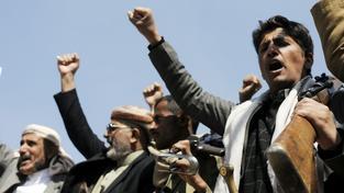 Šíitští povstalci během střetů vykřikovali bojová hesla