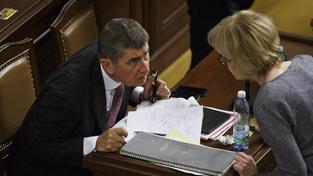 Zatímco Andreji Babišovi důvěryhodnost u lidí roste, ministryně spravedlnosti Helena Válková se propadla od března 2014 o 20 procent