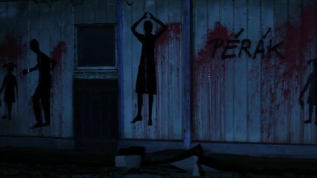 Anonym s pseudonymem Pérák pomaloval zdi vepřína v Letech postavami v krvi, chtěl tím připomenout cikánský koncentrační tábor