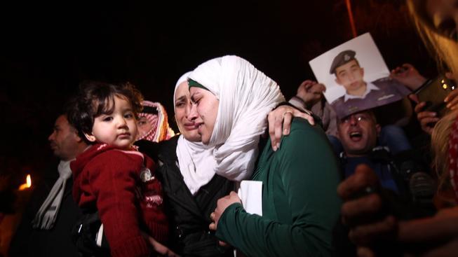 Manželka uneseného jordánského pilota Maáze Kasásby