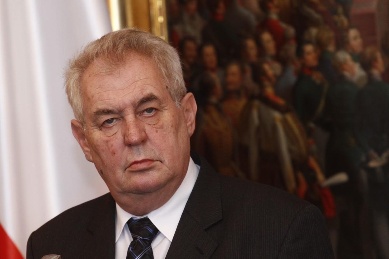 Zeman umí hájit české zájmy, ale dělá to nedůstojnou formou, ukázal průzkum