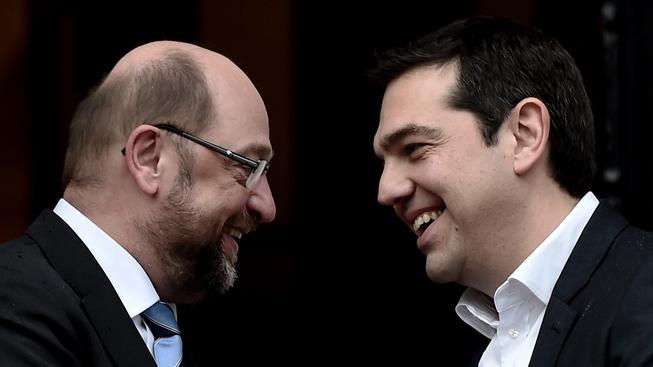 Předseda Evropského parlamentu Martin Schulz (vlevo) a řecký premiér Alexis Tsipras si notovali, jak schůzka dopadla nad jejich očekávání dobře