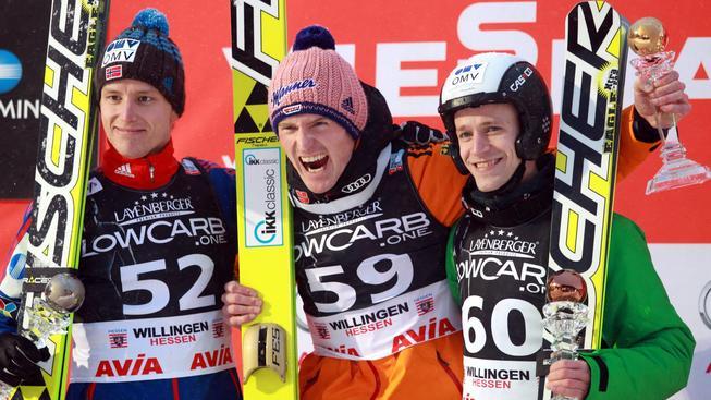 Roman Koudelka (vpravo) na stupních vítězů po závodě SP ve Willingenu