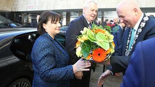Miloš Zeman s manželkou navštívili Ústecký kraj. Na snímku s hejzmanem Oldřichem Bubeníčkem