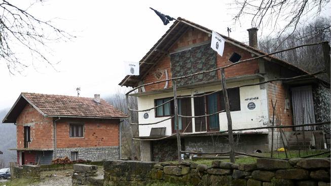 Vlajka Islámského státu v bosenské obci Gornja Maoča