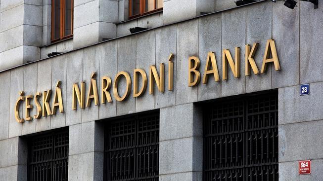 Česká národní banka bude nadále udržovat slabou korunu