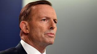 Pod australským premiérem Abbottem se kýve židle