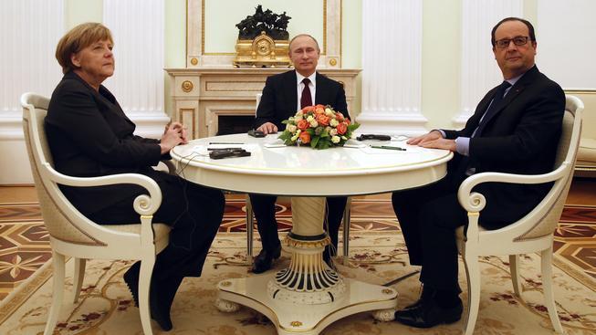 Po první části jednání se státníci krátce ukázali médiím, pak pokračovali v debatě za zavřenými dveřmi