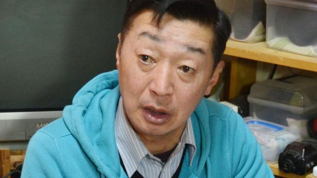 Reportážní fotograf Juiči Sugimoto přišel o pas. Zabavila mu ho japonská vláda, aby nemohl odjet do Sýrie
