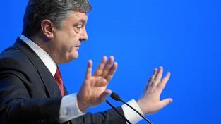 Ukrajině se nedaří bojovat s korupcí, kterým je ale podmíněna zahraniční finanční pomoc. Na snímku ukrajinský prezident Petro Porošenko