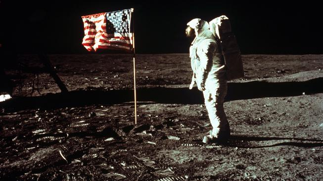 """""""Je to malý krok pro člověka, ale velký skok pro lidstvo,"""" pronesl Armstrong roce 1969"""
