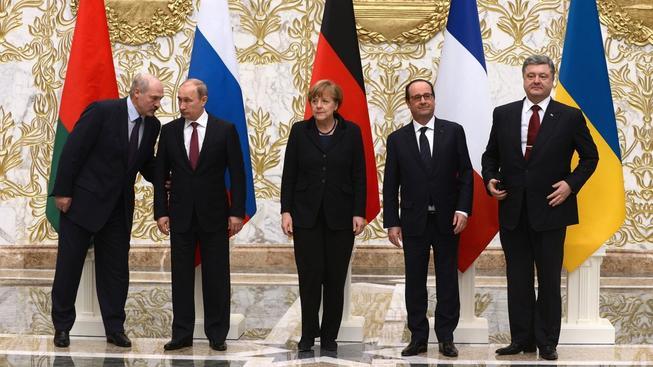 Čtveřice státníků a běloruský prezident, který hostí jednání normandské čtyřky