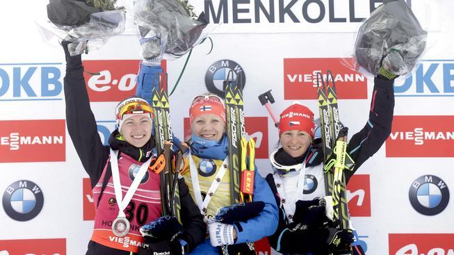 Veronika Vítková (vpravo) na stupních vítězů po vytrvalostním závodu v Oslu