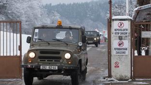 Pyrotechnici odvážejí z Vrbětic munici
