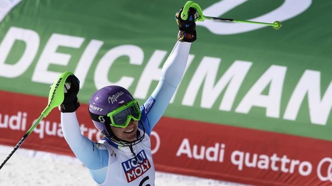 Šárka Strachová se raduje po dokončení slalomu v Beaver Creeku