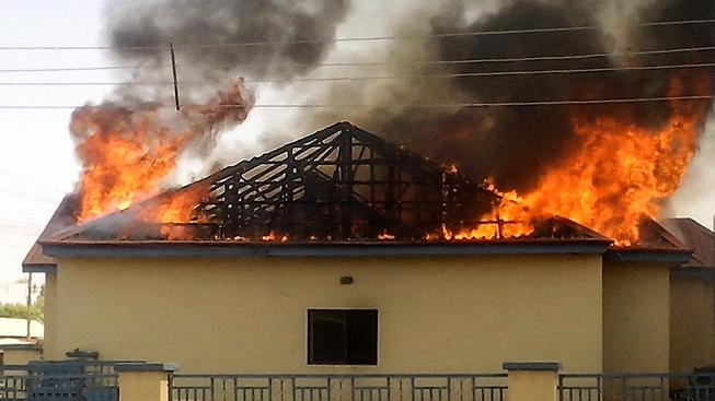 Islamisté z hnutí Boko Haram v sobotu zapálili policejní stanici v nigerijském městě Gombe