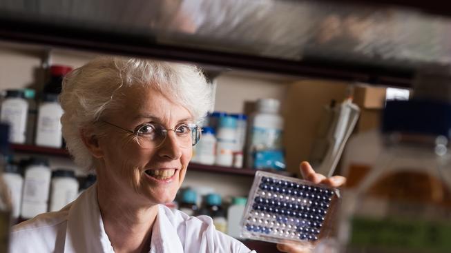 Profesorka Claire-Anne Siegristová patří mezi úspěšné vědce, kteří bojují s virem eboly