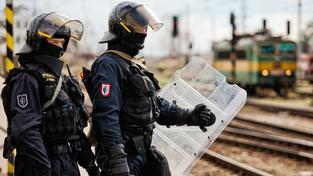 Anonym neuvedl, na kterém z nádraží by měla být bomba. Ilustrační snímek