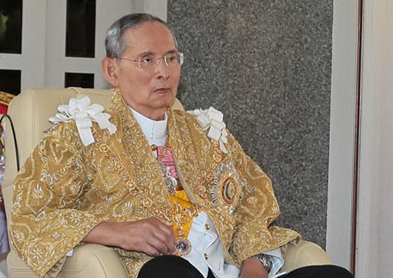 Divadelní hra prý urazila thajského krále, dva studenty čeká 2,5 roku vězení