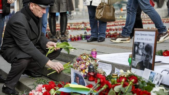 Pietu za Němova drží i Ukrajinci, na náměstí Nezávilosti v Kyjevě nosí květiny a svíčky