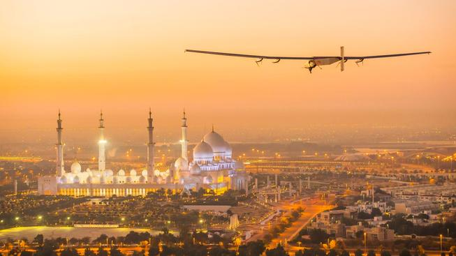 Solar Impulse 2 vzlétl na cestu kolem světa