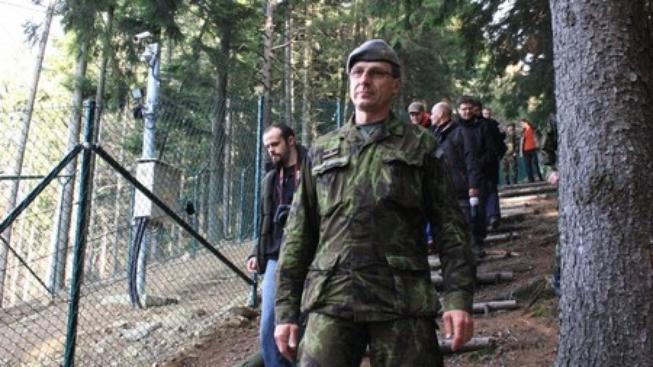 V popředí generál Halenka