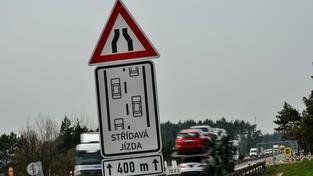 Noční opravy by měly pomoci zejména na vytížených silnicích a dálnicích, pomohly by i v případě D1