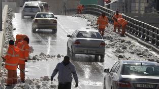 Jordánští popeláři a metaři připomínají v oranžových uniformách zajatce Islámského státu