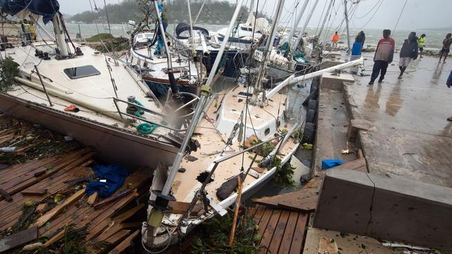 Mohutná bouře Pam napáchala škody na tichomořském souostroví Vanuata a míří dál