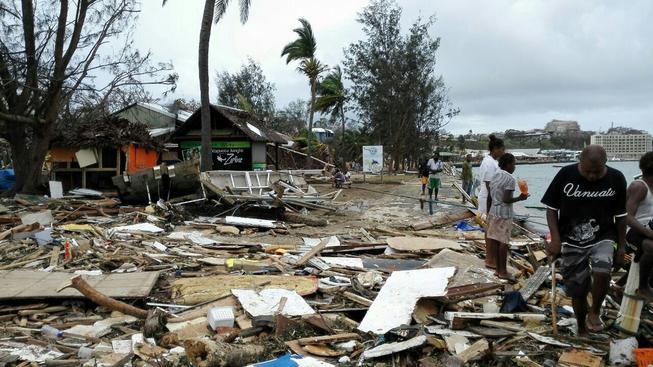 Cyklon Pam souostroví téměř srovnal se zemí