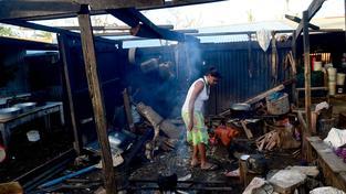 Po řádění bouře lidé nemají kde bydlet, vše je mokré, schází potraviny i pitná voda