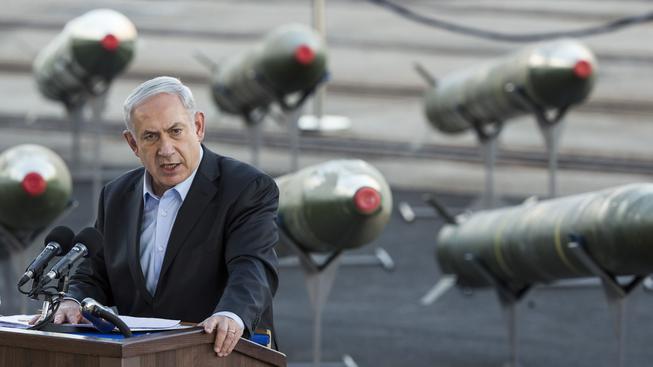 Benjamin Netanjahu straší íránskou jadernou bombou už mnoho let