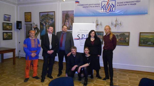 Tým SPR (Skuteční přátelé Ruska) na prezentaci knihy. Aneb krásní lidé na krásném místě