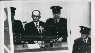 Jedním z nacistických vůdců, kteří uprchli do Argentiny, byl i Adolf Eichmann. Toho ale nakonec Izraelci vypátrali, postavili před soud a popravili