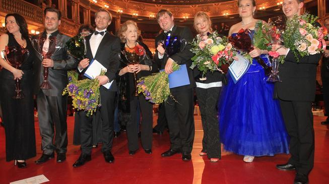 Cenu Thálie za celoživotní činoherní mistrovství převzala Blanka Bohdanová (čtvrtá zleva)