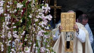 Papež slouží velikonoční mši