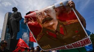 Plakát Stalina na loňské antifašistické demonstraci v Doněcku během výročí začátku druhé světové války