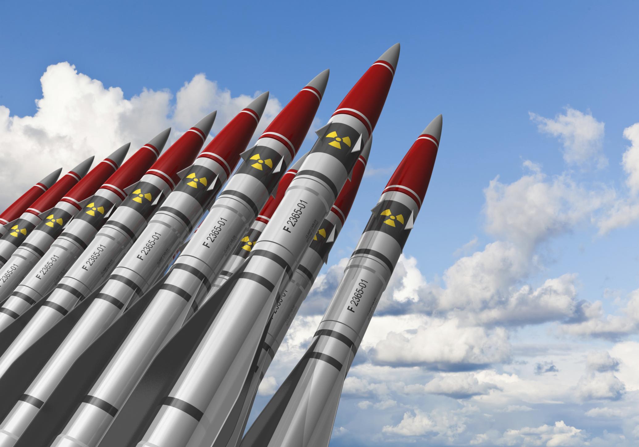 Dědictví éry jaderného šílenství: 'Pražskou smlouvu' dosud nesplnili Američané ani Rusové