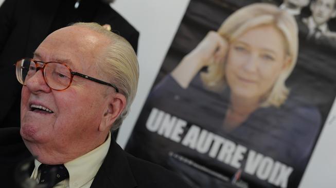 Označil jí za zrádkyni a  Le Penová podnikla tvrdý protiútok