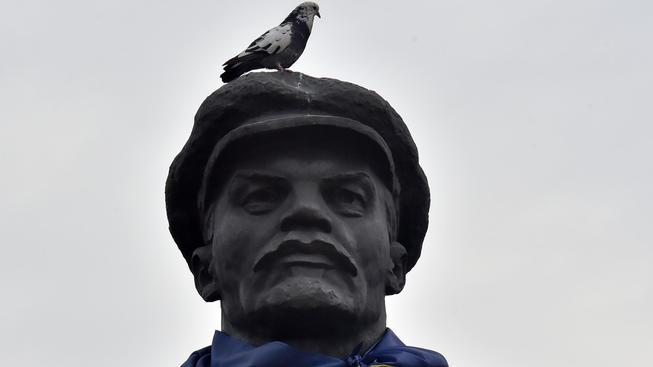 Zákon zakazuje zobrazování symbolů sovětského režimu. Co bude s obřími sochami Lenina?