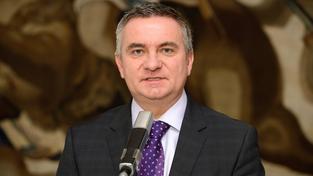Bývalý Zemanův kancléř chce zveřejnit platy vedoucích pracovníků Hradu