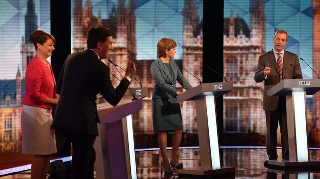 V poslední předvolební televizní debatě nejvíc uspěl šéf labouristů Ed Miliband (druhý zleva)