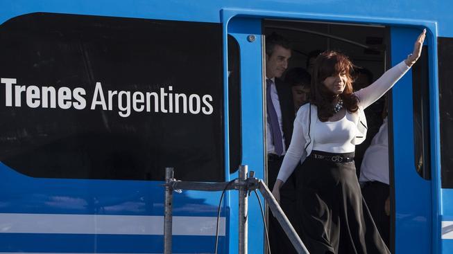 Argentinská prezidentka Cristina Fernándezová vítá první várku čínských vlaků