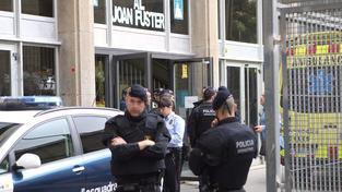 Nezletilý útočník v Barceloně zabil učitele kuší a zranil další nejméně čtyři osoby