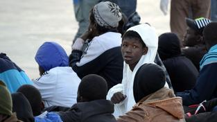 Uprchlíci z lodě, která o víkendu havarovala ve Středozemí