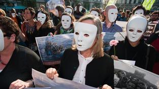 Aktivisté v Bruselu protestují proti tragické smrti afrických uprchlíků u italských břehů