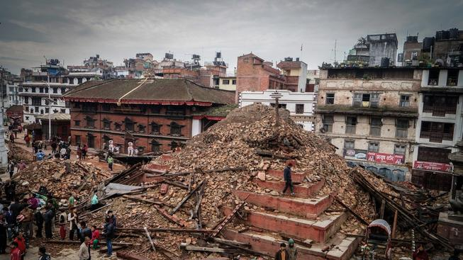 Některá města se začínají pomalu vzpamatovávat z víkendového zemětřesení