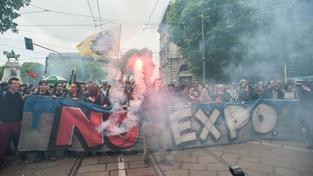 Demonstrace před zahájením výstavy EXPO