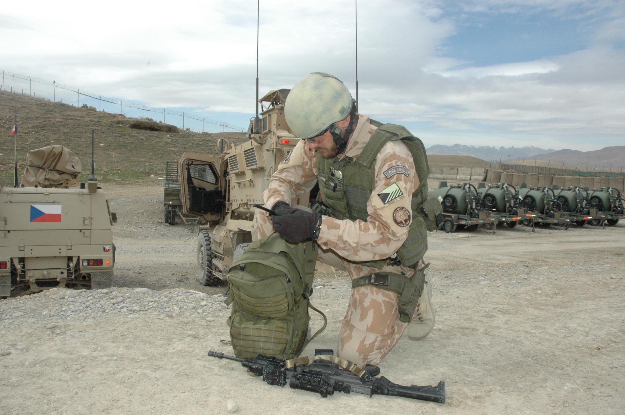 Armáda chce na sociálních sítích lákat nové lidi do aktivních záloh. Slibuje jim vyšší platy