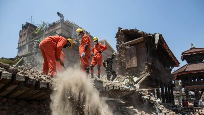 Záchranáři se dál snaží likvidovat škody po ničivém zemětřesení
